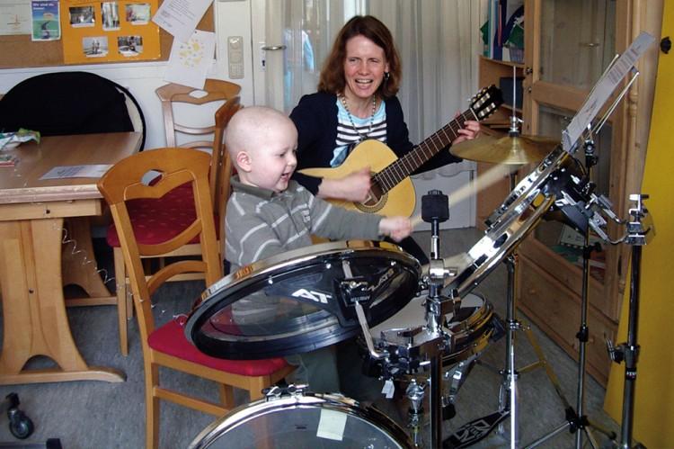 Musiktherapeutin auf der Kinderkrebsstation Erlangen