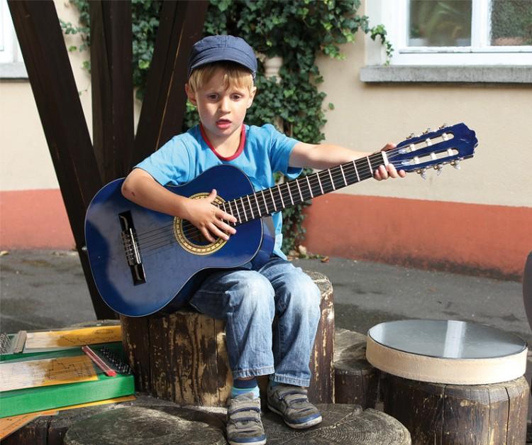 Musiktherapie am Sommerfest Elterninitiative krebskranker Kinder Erlangen e.V.