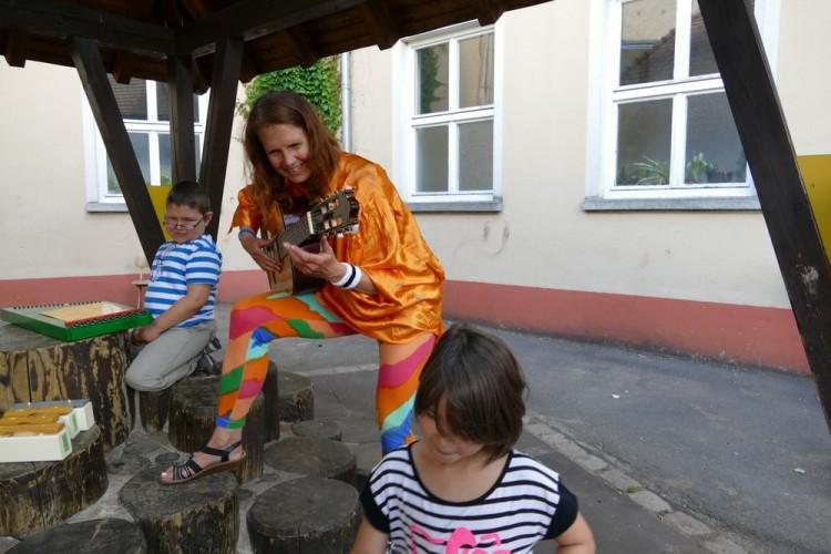 Musiktherapeutin am Sommerfest Elterninitiative krebskranker Kinder Erlangen e.V.